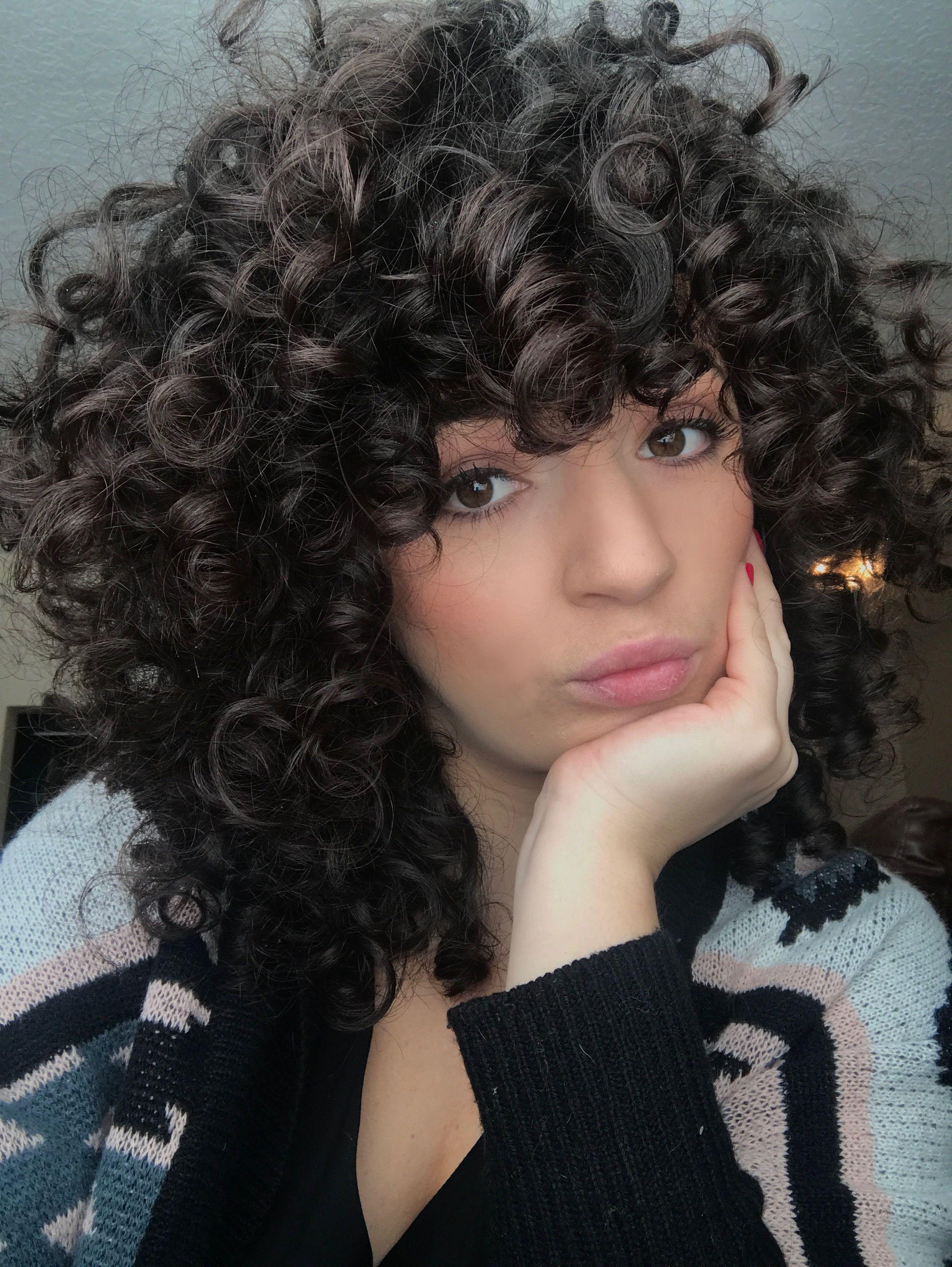 3b curls. shaggy cut. curly hair