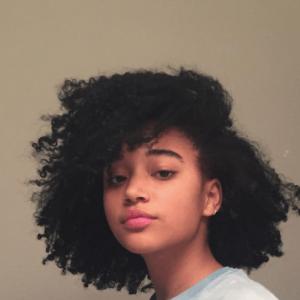 Historia impactante: por qué a las mujeres de color en el siglo XIX se les prohibió llevar el cabello en público  – Peinados