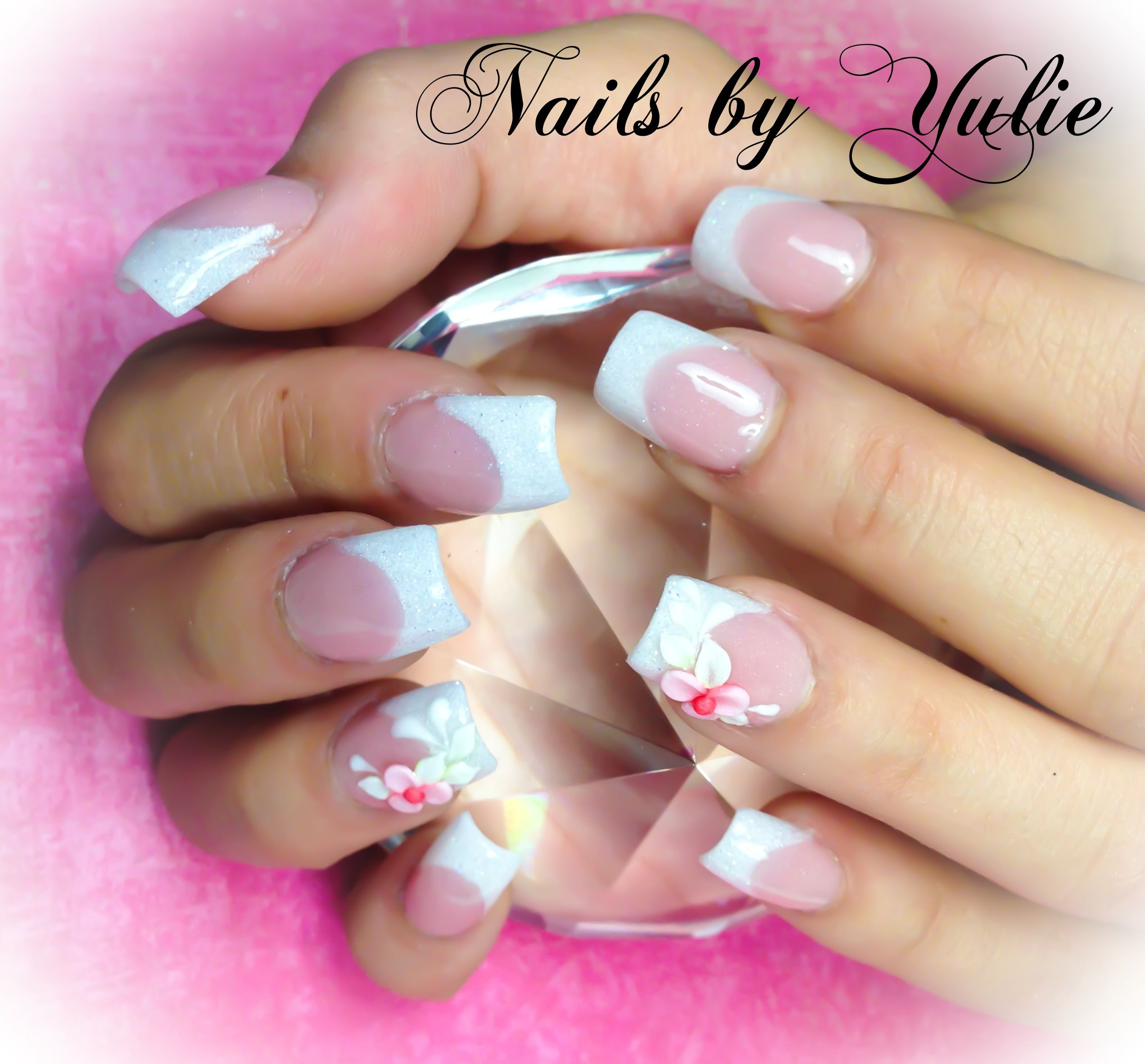 White French. Cute little flowers  #nailart #nailporn #nailqueen #nails2013 #naildesign #nailjunkie #nailartclub #nailfeature #nailedbyapro #uñas #misuñas #naildesign #3dnails #3dflower #diamonds #diseñodeuñas #uñaschicas #shortnails #gelnails #geltopciar #finishgel #weedingnails #whitefrench #whitetip #3dnails