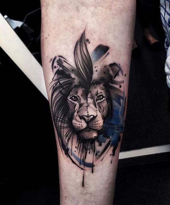 Magazine top 15 des tatouages lions allotattoo top - Tatouage lion epaule ...