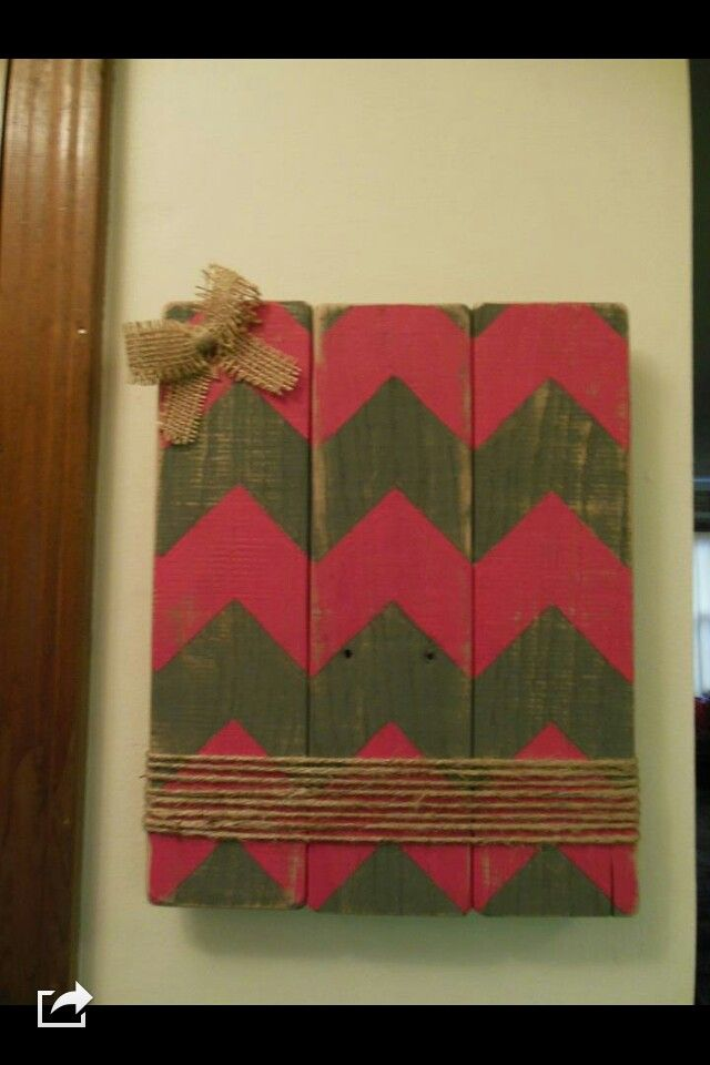 Pallet wood picture frame with chevron