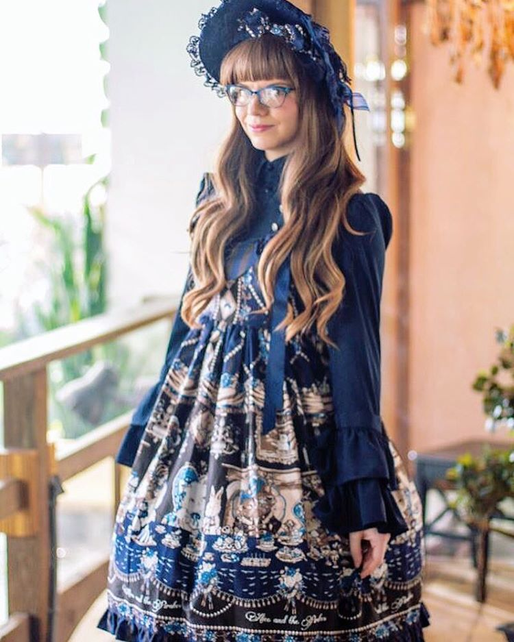 @kammiepomeranian took a great photo of me during our latest meet! Thank you so much for the photos! #lolitafashion #aliceandthepirates #luckypack