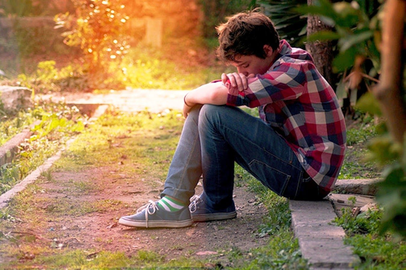 sad boy alone in love sitting images photos Sad Boy Alone Wallpaper - The Best Shayari ...