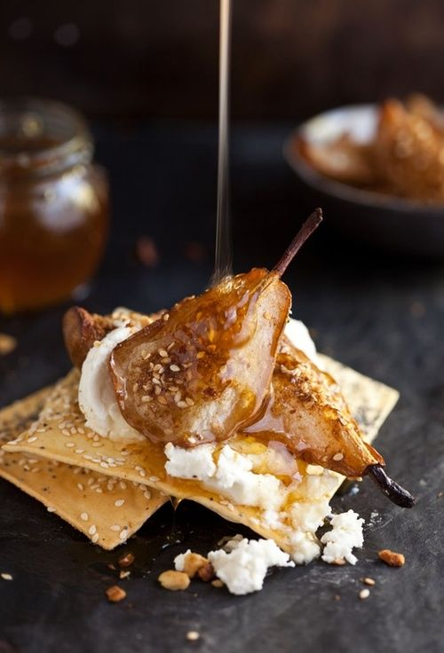dustjacketattic:  dukkah baked pear with goats cheese + honey by drizzle  dip