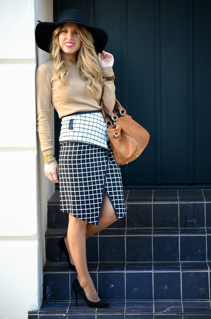 Blonde Mery: Black and white skirt