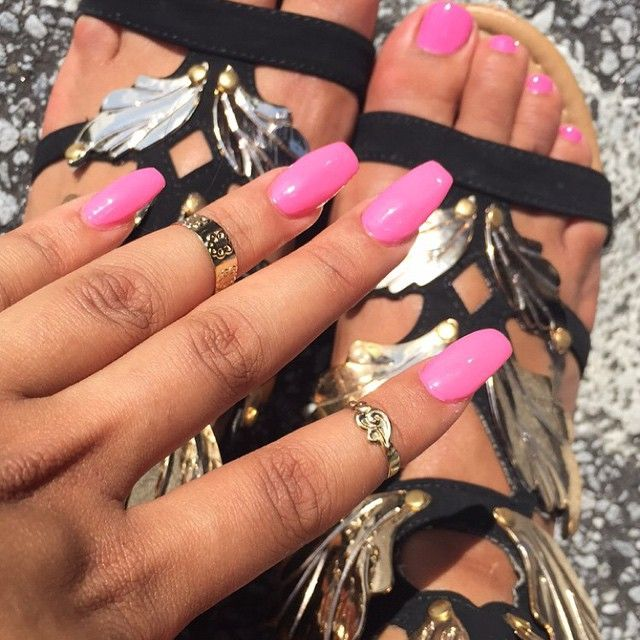 Tag a nail tech in New York City I need my nails done for my birthday next week