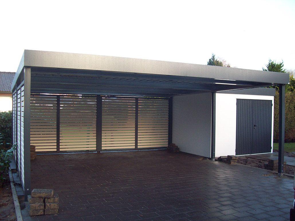 Ein Carport Direkt Nach Der Montage Der Platz Reicht Locker Fur 2 Pkw Aus Carport Garagentore Garagentor Fenster