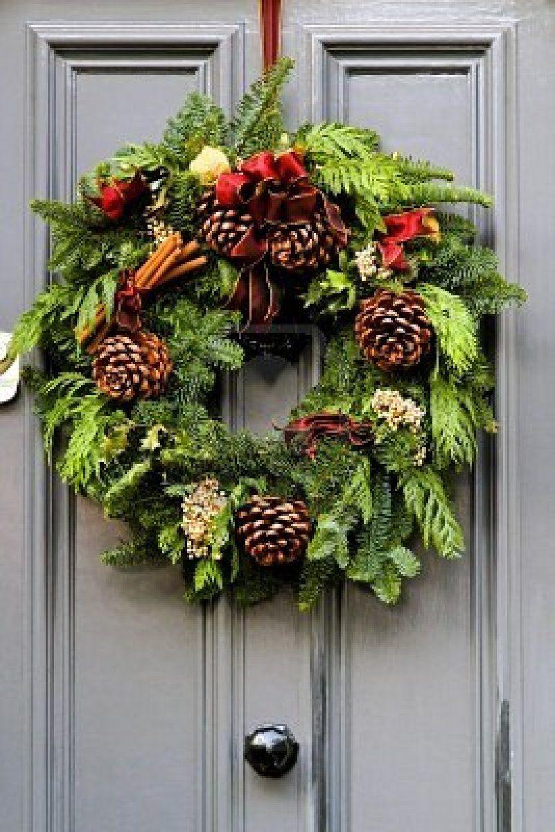 Photo of Ghirlanda di Natale design sulla porta per le vacanze