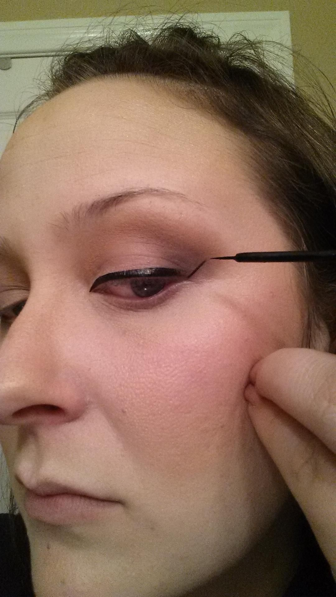 1llowing The Shape Of My Lower Lash Line I Draw A Straight Line