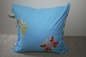 Easy instructions for this Appliqué Side-Tie Pillow - hdydi.com