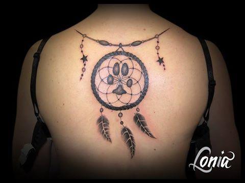 Tatouage Lonia Tattoo Attrape Reves Chien Dos Plumes Etoiles