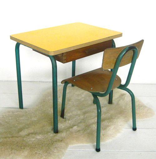 petit bureau d 39 cole et sa chaise j 39 ai trouv ma table formica pinterest bureaus. Black Bedroom Furniture Sets. Home Design Ideas
