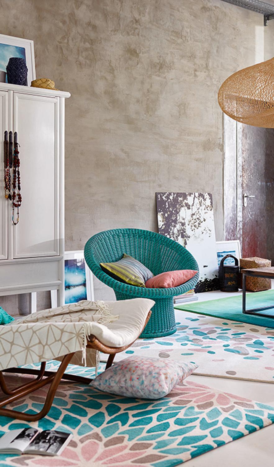 Pastel rug with brush stroke petal design