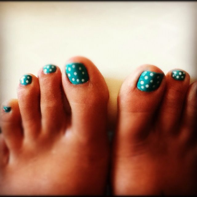 polka dot teal spring toenails