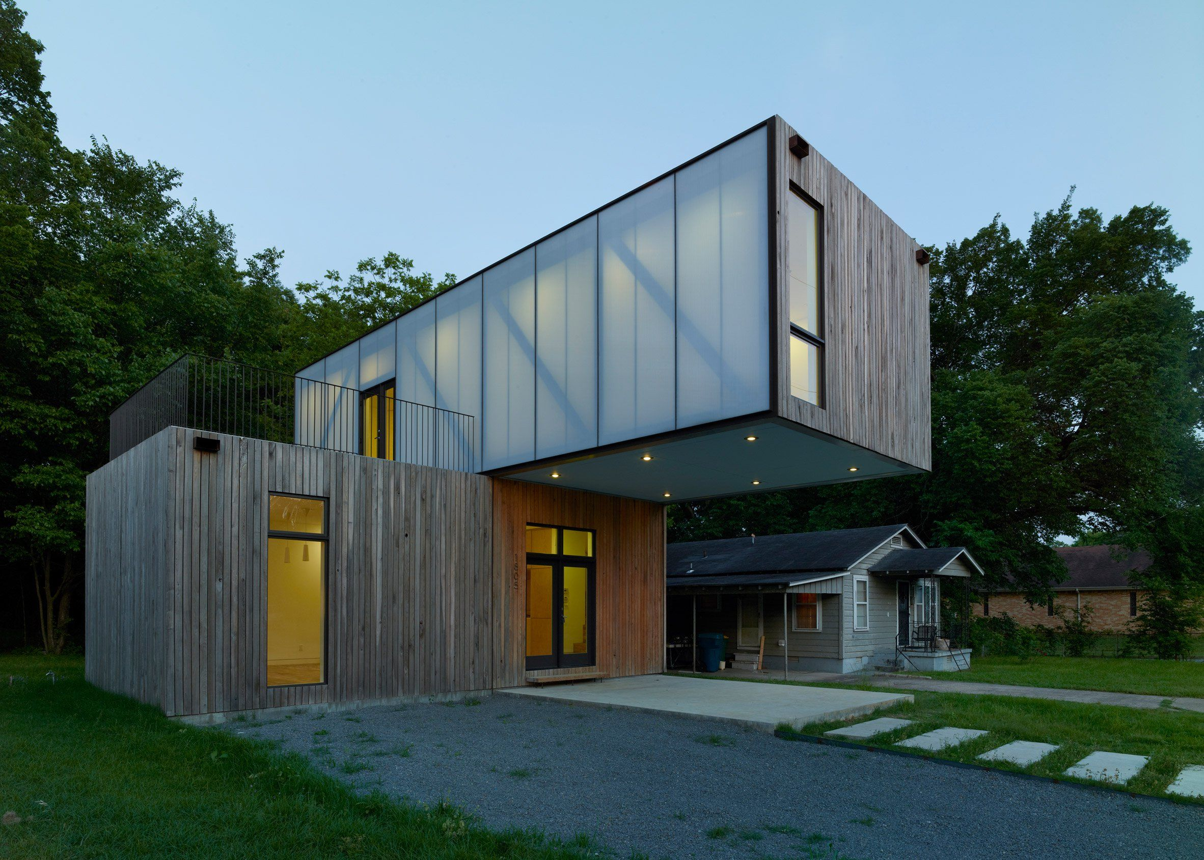 Architecture Students Create Prefab Cantilever House In