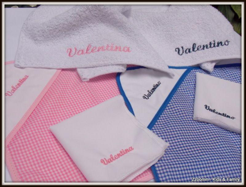 Sets de mantelito, servilleta y toalla escolar, todo personalizado colores rosa, azul, verde y rojo.