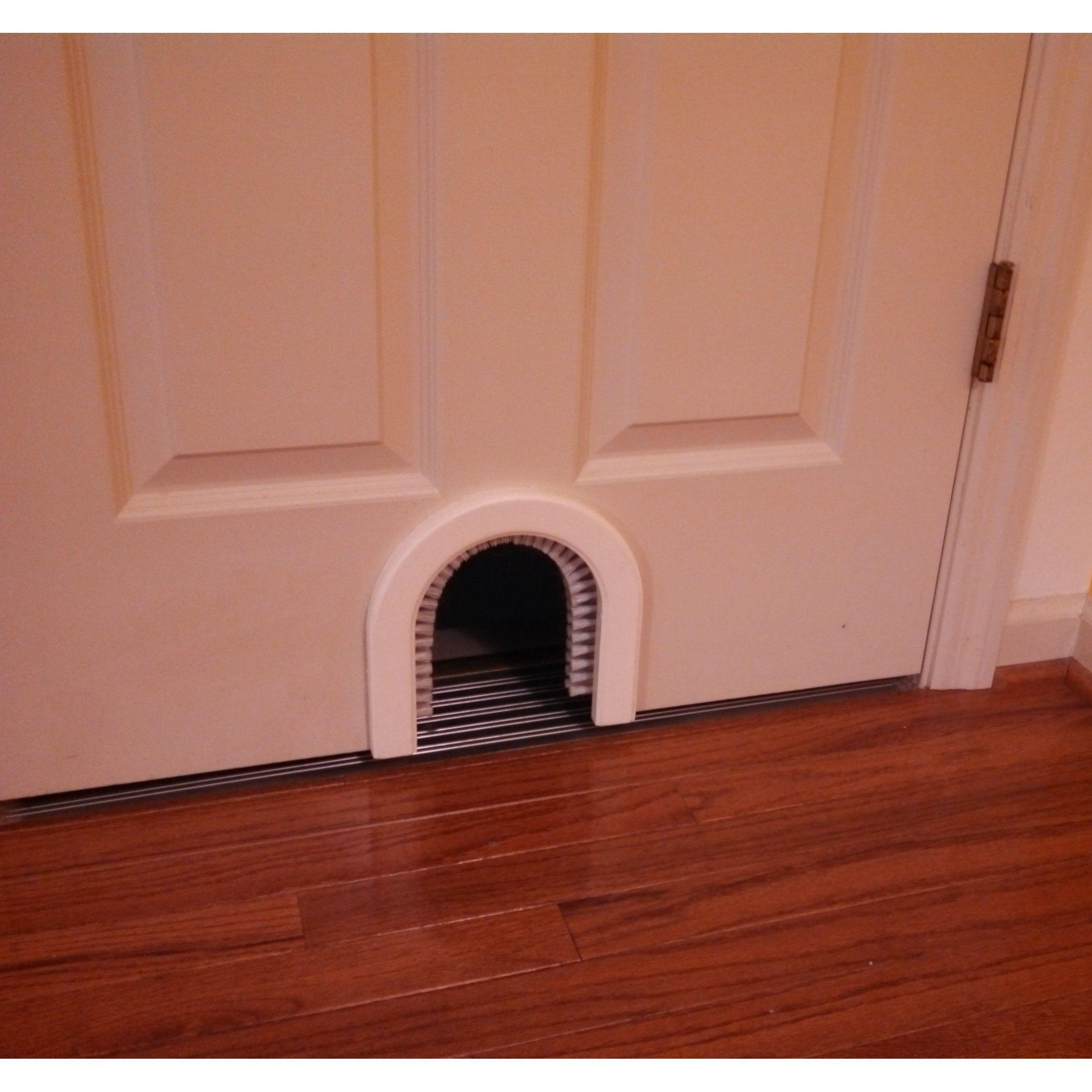 Beau CATHOLE Cat Door With A Brush