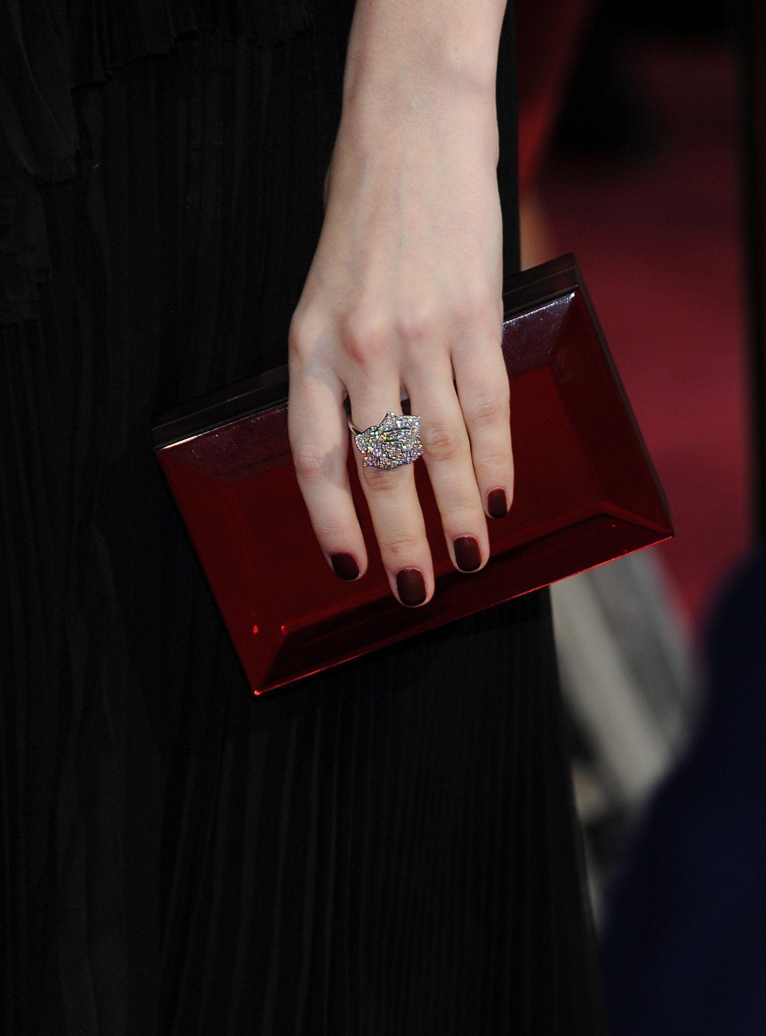 Anna Kendrick chose a deep, vampy red nail color at the Oscars. #AcademyAwards