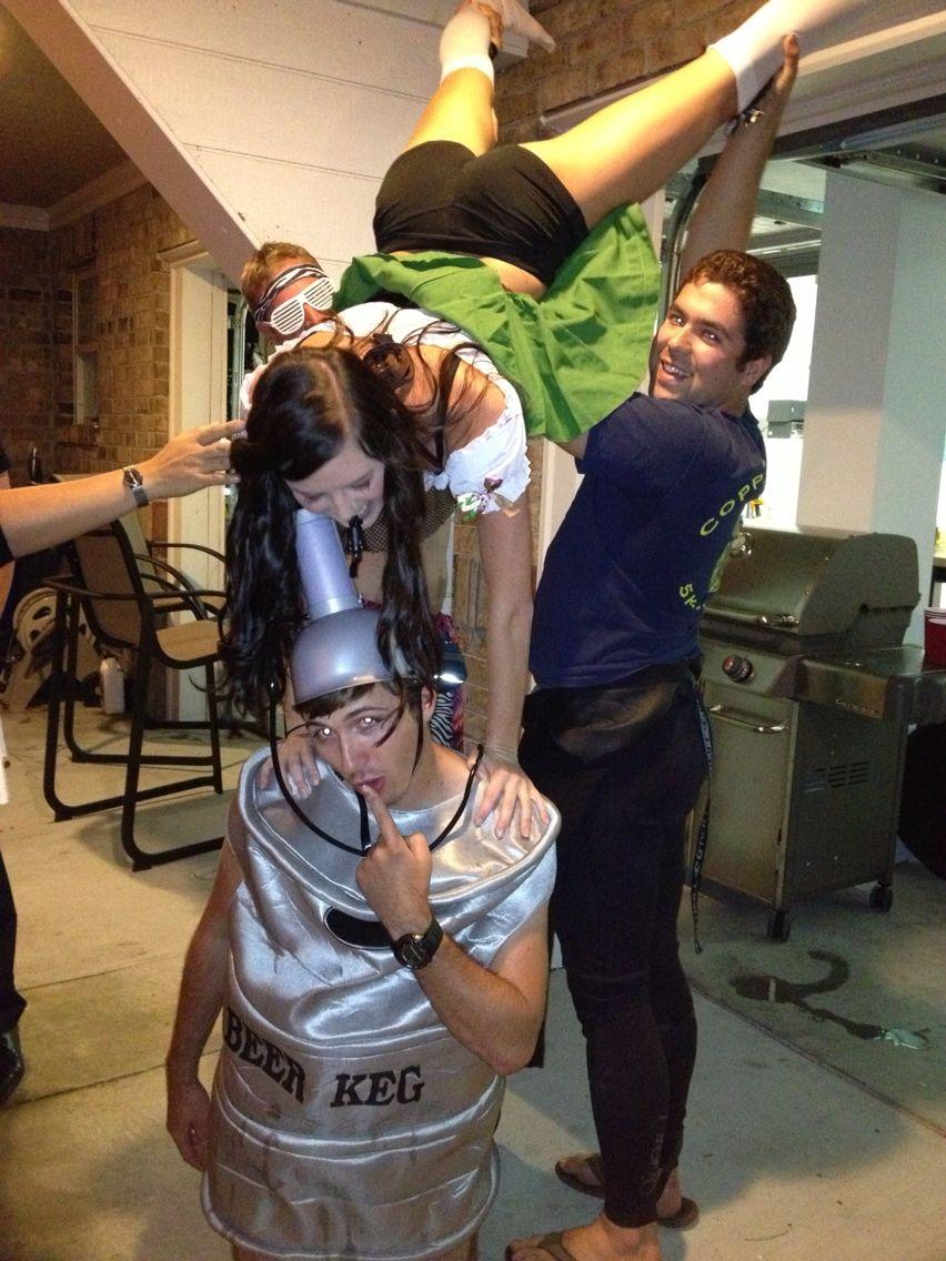Beer girl Keg stand on her keg #Halloween #costume  sc 1 st  Pinterest & Beer girl Keg stand on her keg #Halloween #costume | Halloween ...
