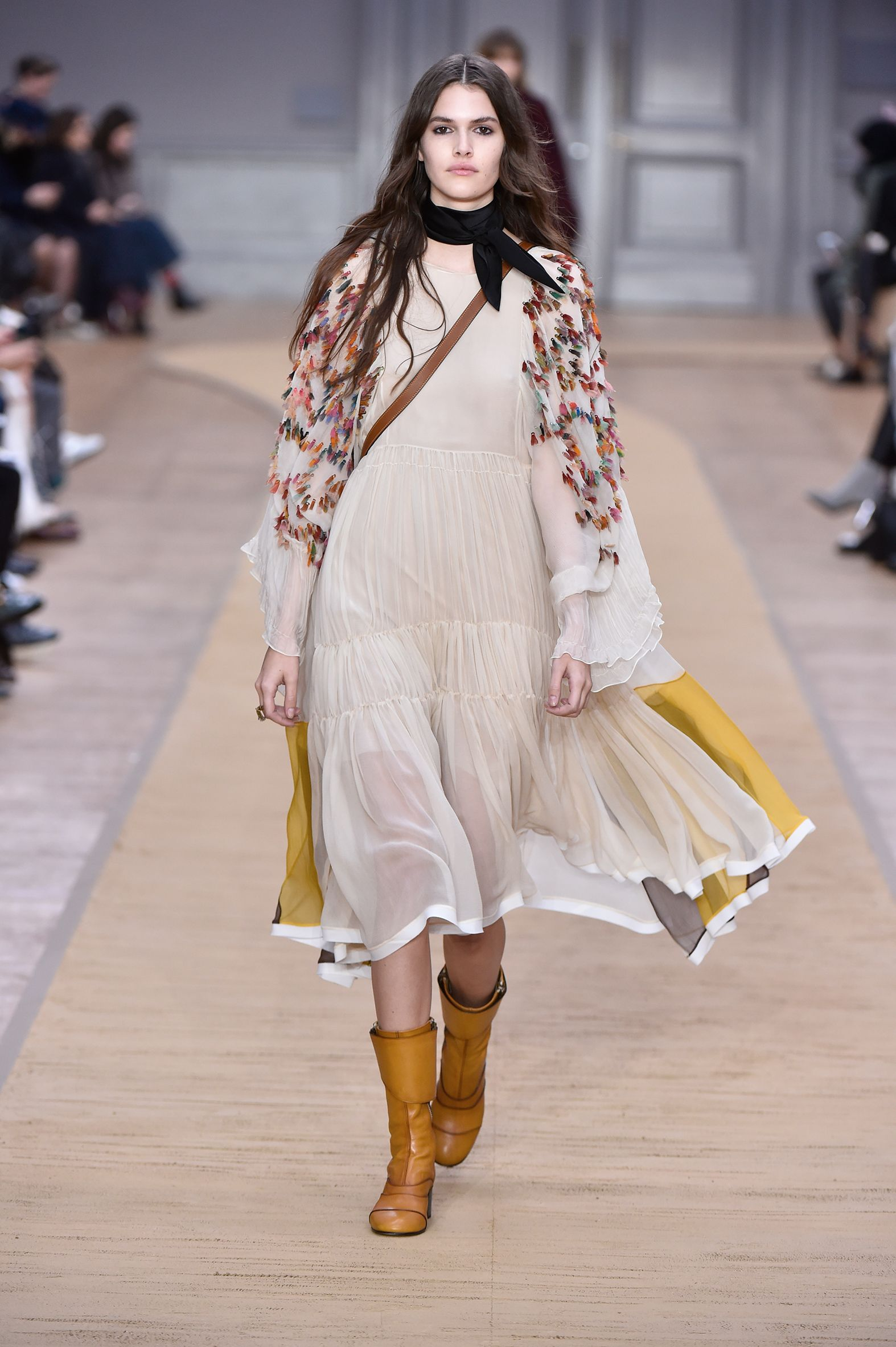 Look 8 from the Chloé Fall-Winter 2016 collection