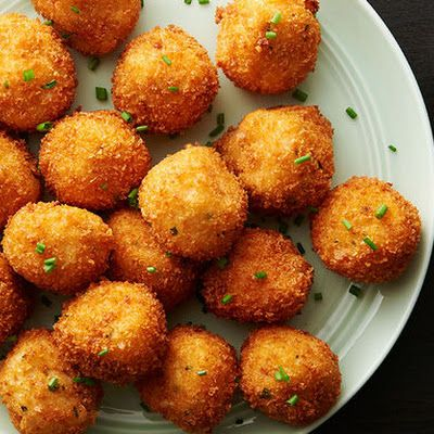 Loaded Cheesy Mashed Potato Balls @keyingredient #cheese #bacon #cheddar #delicious #cheesy #bread