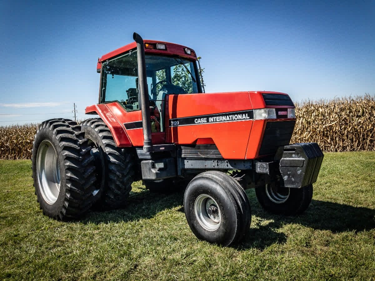 The 7100 Series Magnum Tractors Are Still Very Popular Around Our Area Check Out This Caseih Magnum 7120 We Found During A Tractors Case Ih Case Ih Tractors