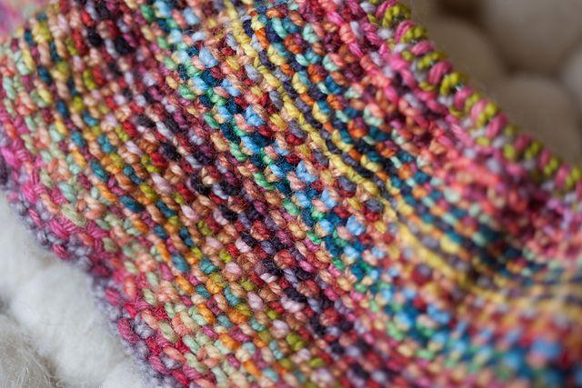 codice promozionale 76f19 d9bc3 sciarpa multicolore ai ferri con un punto insolito | Lavori ...