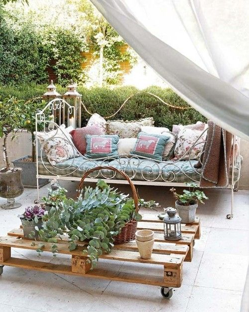 shabby chic outdoor furniture. Dying Of Cute. Pallet Coffee TablesOutdoor Shabby Chic Outdoor Furniture D