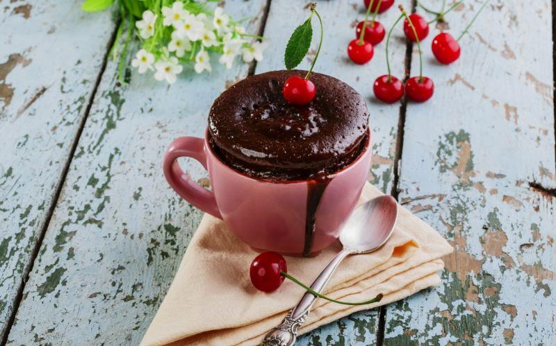 Pikaherkku syntyy minuuteissa: Valmista suklainen brownie mukissa hetkessä