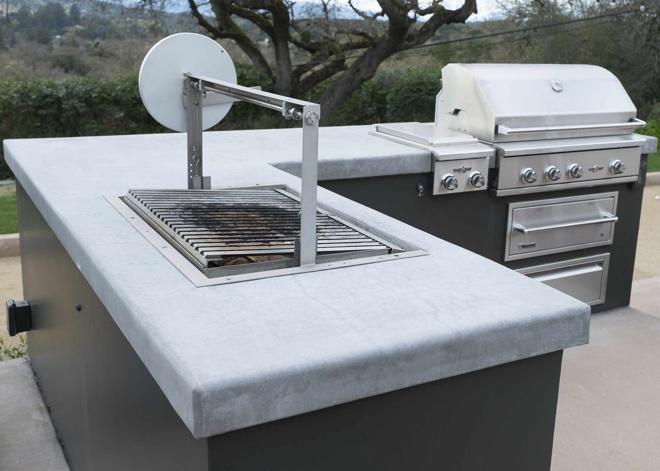 Gaucho Insert Recesses Into The Counter Top For A Beautiful Clean Wood Fired Grilling Arrangement In Napa Cleaning Wood Outdoor Kitchen Outdoor Kitchen Design