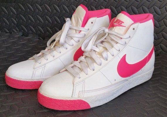 ec2a48c669e9 Vintage NIKE Womens Shoes 6.5Y - Beautiful Retro 90 s