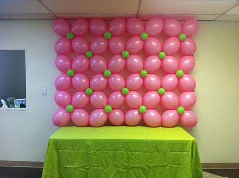 Mural de globos flores rosas decora tu fiesta for Balloon decoration on wall