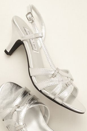 177e389998ef Enjoy a night on the town in these on-trend strappy sandals! Strappy sandal