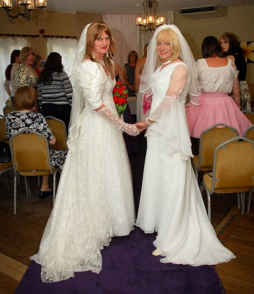 These Two Beautiful Brides Took Part In Bournemouth Bridal Weekend This Takes Place Every September