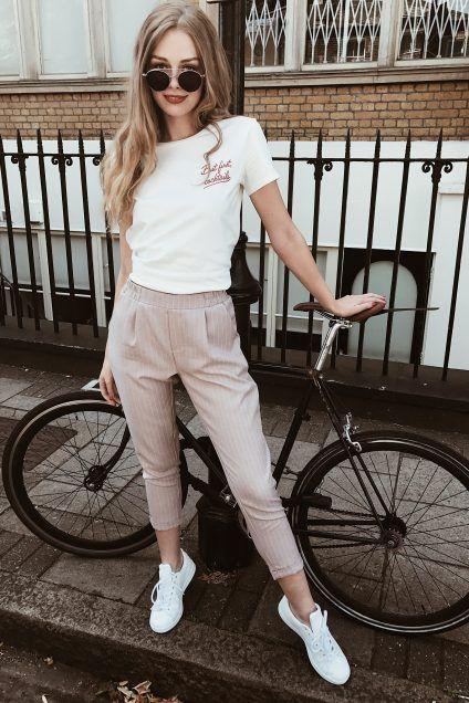 eae4a9fd22 Look Outono Camiseta + calça cenoura + tênis
