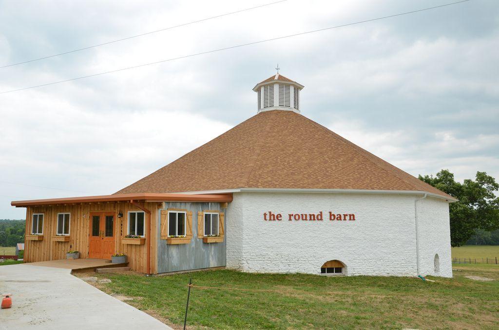The Round Barn Wedding Venue | Barn wedding venue ...