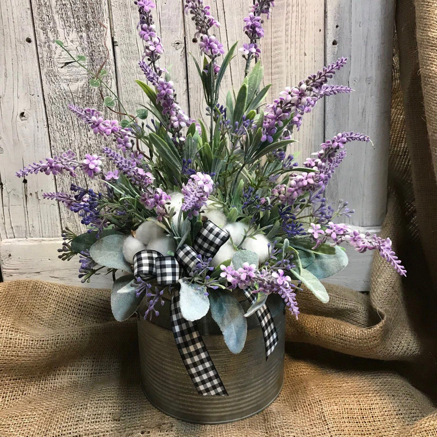Beautiful farmhouse home decor for your living room