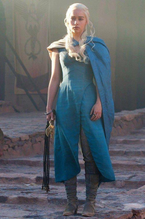 La combinaison bottes pantalon robe de daenerys est l for Daenerys targaryen costume tutorial