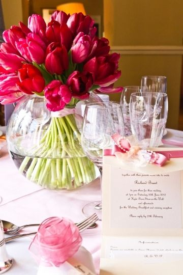 Love the simplicity of this red tulip table centre from