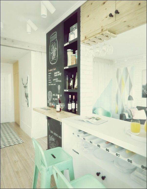 45 Quadratmeter Grosses Apartment Mit Kreuzwortratsel An Der Wand Im Badezimmer Ev Icin Kucuk Mutfak Dekor