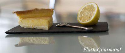TARTE AU CITRON Pour 4 à 6 personnes - préparation: 30 min - repos: 2 heures - cuisson: 20 min + 15 min Ingrédients: Pour la pâte: - 215g de farine - 80g de sucre - 1 oeuf - 1 gousse de vanille - 25 g de poudre d'amande - 125 g de beurre - 1 pincée de...