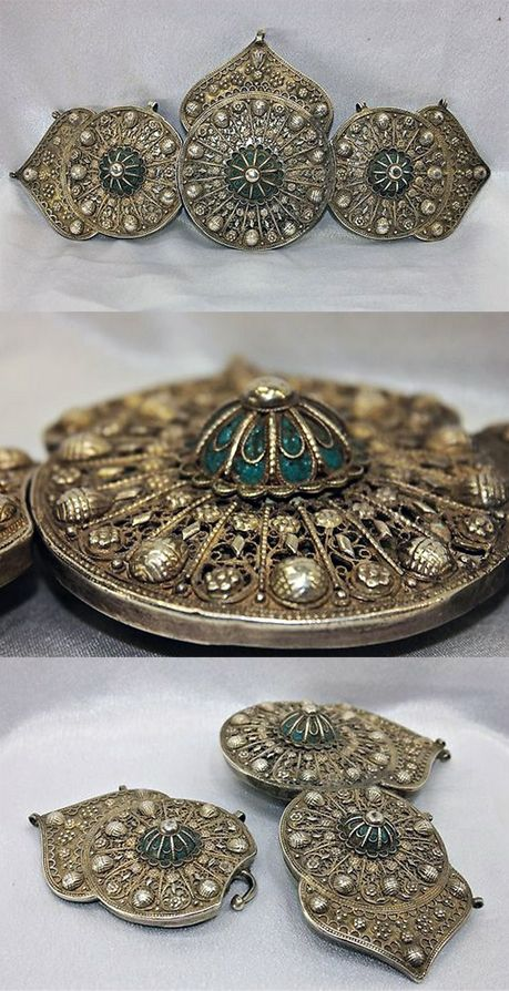 Silver and enamel/niello belt buckle (for women). Late-Ottoman, 19th century.