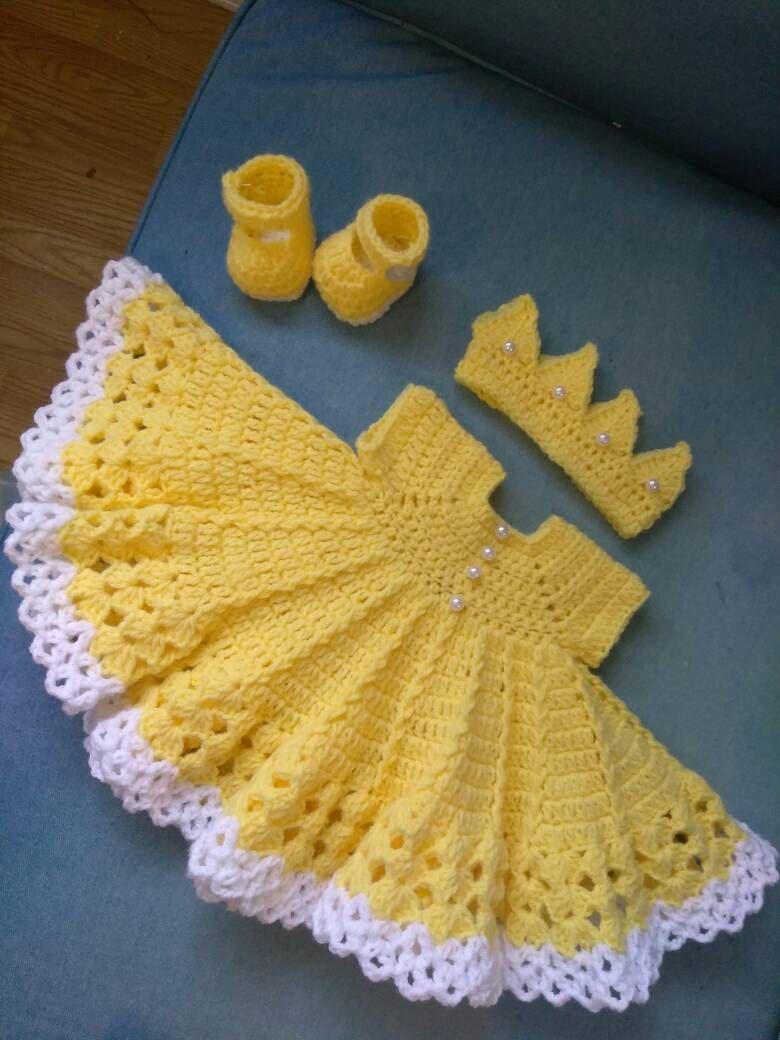 Crochet bebé amarillo conjunto con botones de por BabyBeautiful801 ...
