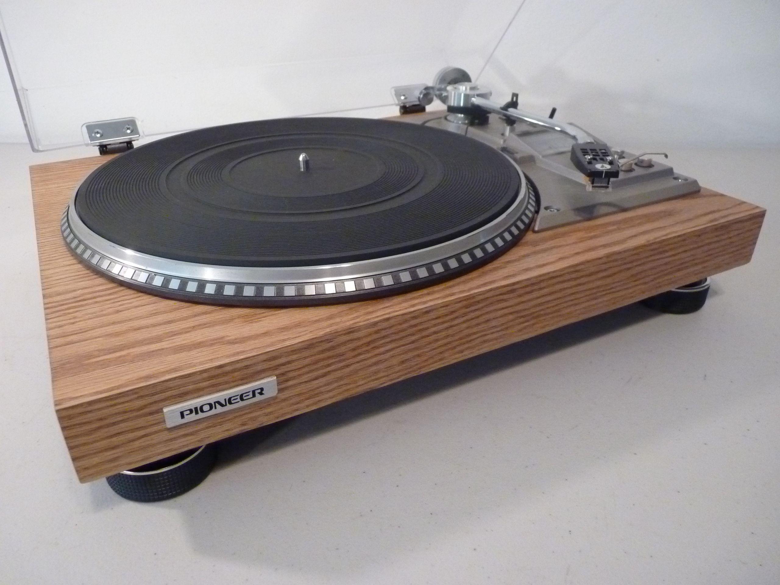 Yamaha Wood Turntable