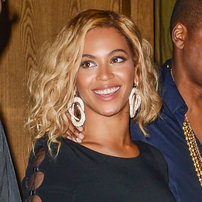 It S Beyonce S Latest Hairstyle A Wavy Lob Love It Beyonce Hair Beyonce Short Hair Wavy Bob Hairstyles