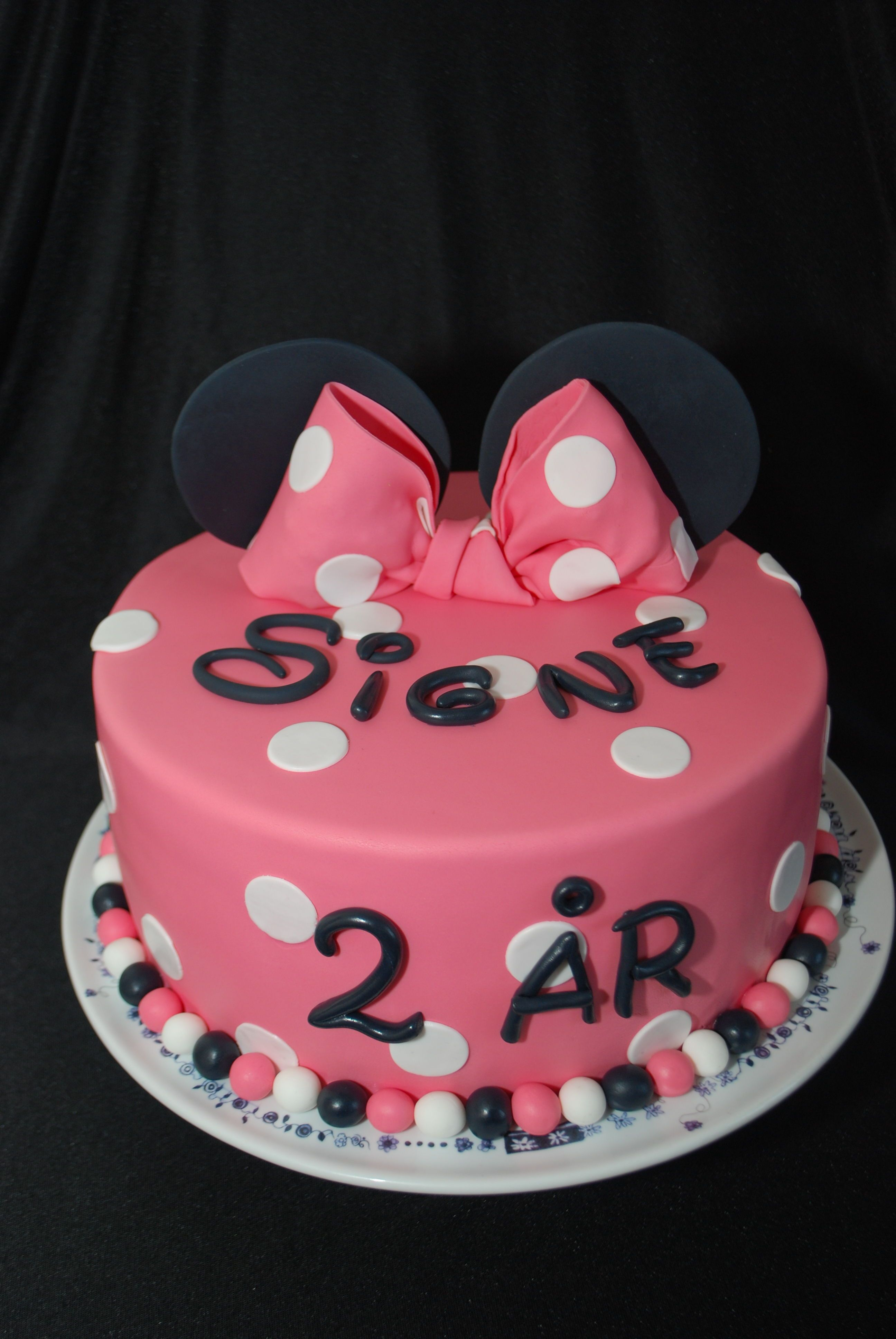 Minnie Mouse Cake With Images Minnie Mouse Cake Cake