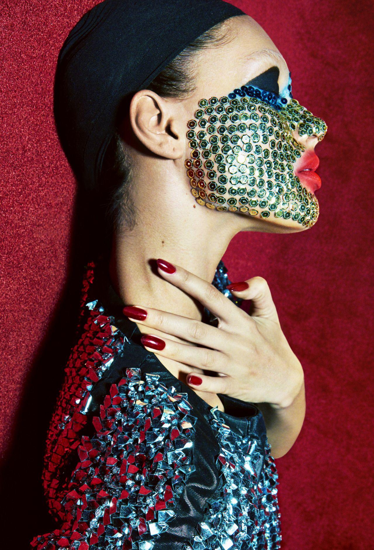 Attache-moi Publication: Numéro May 2016 Model: Charlee Fraser Photographer: Greg Kadel Fashion Editor: Charles Varenne  Hair: Shingo Shibata  Make Up: Maud Laceppe Nails: Casey Herman