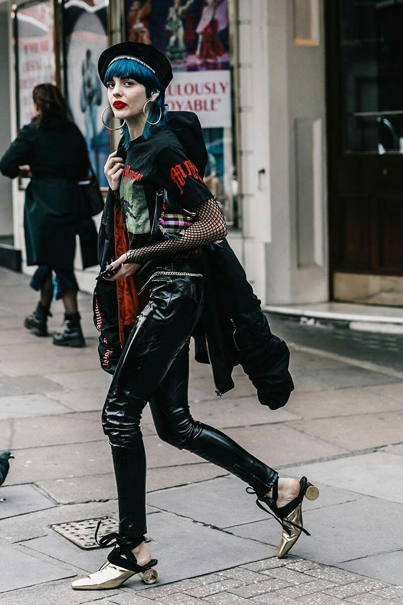 Pin by Xochi Patlan on Street Style | Fashion, Punk outfits, London fashion  week street style