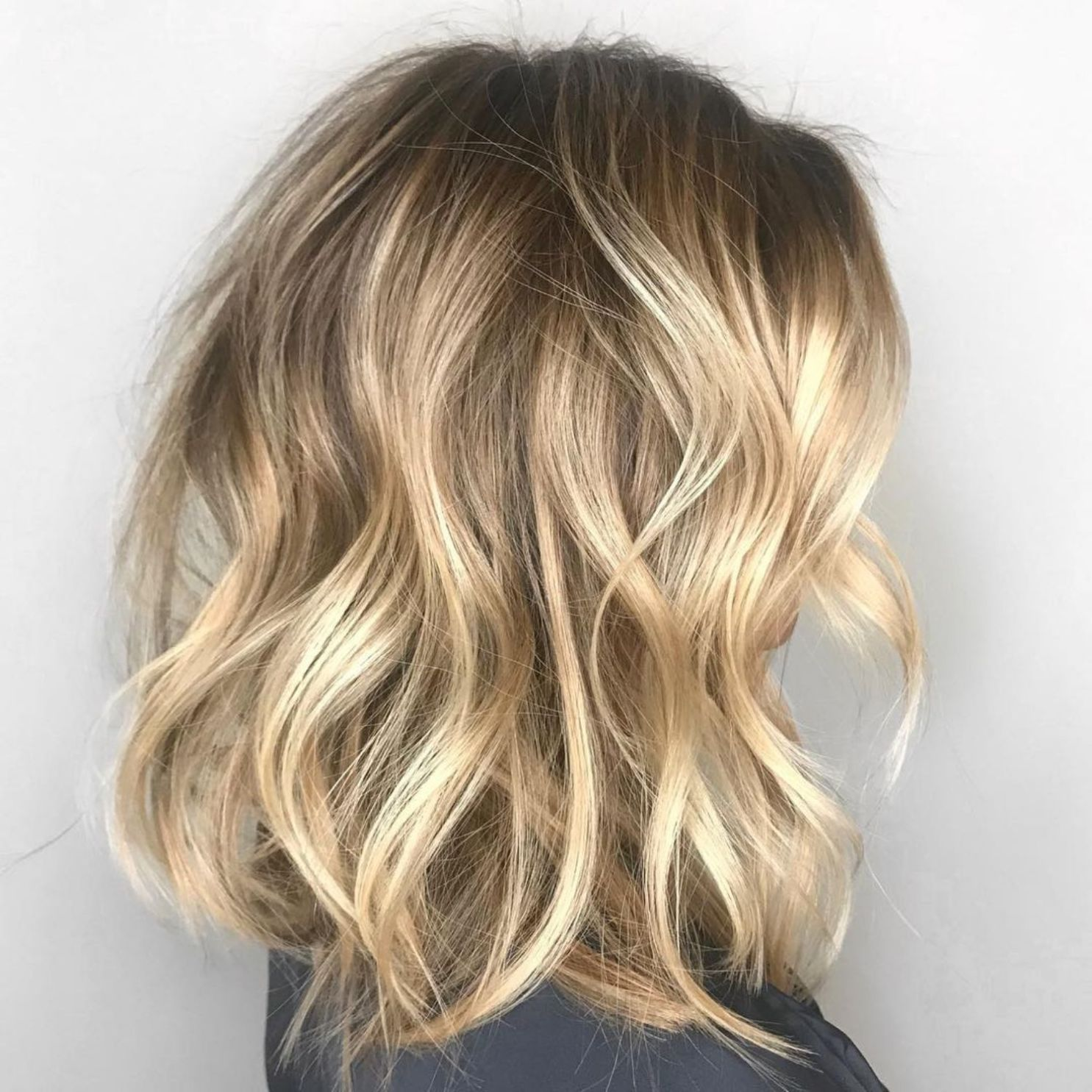 50 Gorgeous Wavy Bob Hairstyles With An Extra Touch Of Femininity Wavy Bob Hairstyles Wavy Lob Haircut Blonde Lob Hair