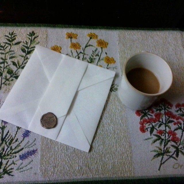 nuestros sobres para de boda en guatemala cerrado con sello de lacre color dorado